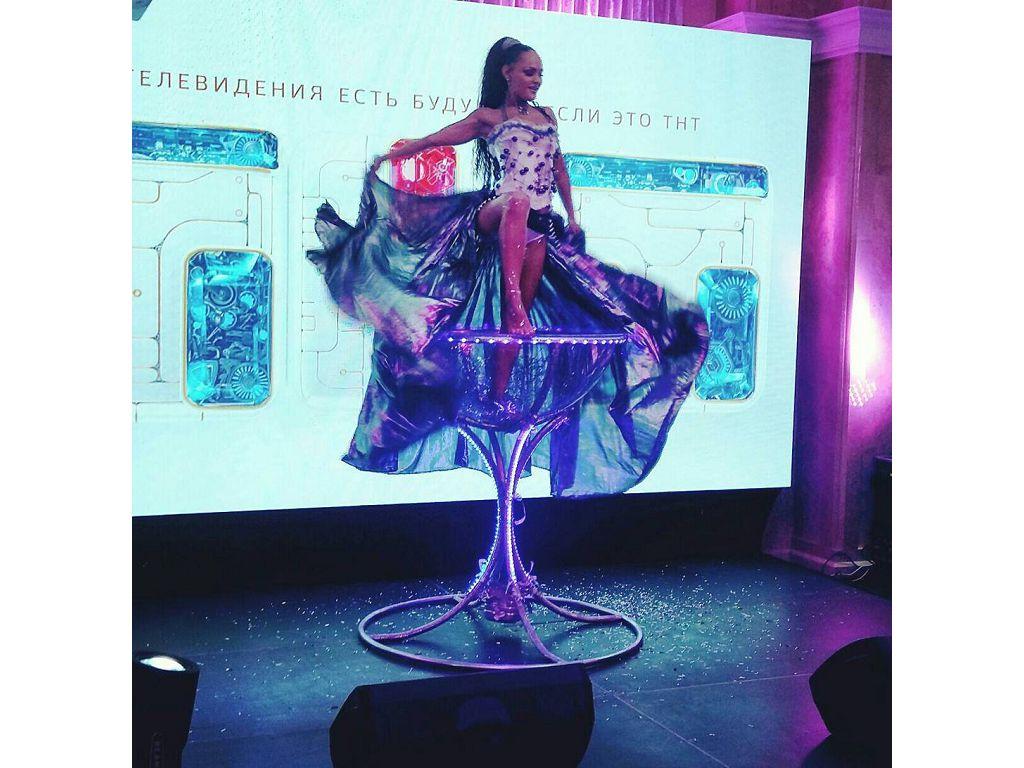 Бурлекс-бокал, девушка в бокале, заказать на праздник в Ростове, Краснодаре