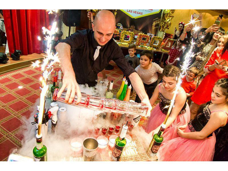 Данила Теплинский, бармен шоу на праздник, заказать на свадьбу, стоимость выступления, заказать на праздник, сколько стоит пригласить, цена Ростов-на-Дону, Бармен шоу